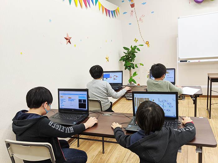 無我夢中でプログラミングできる教室です♪